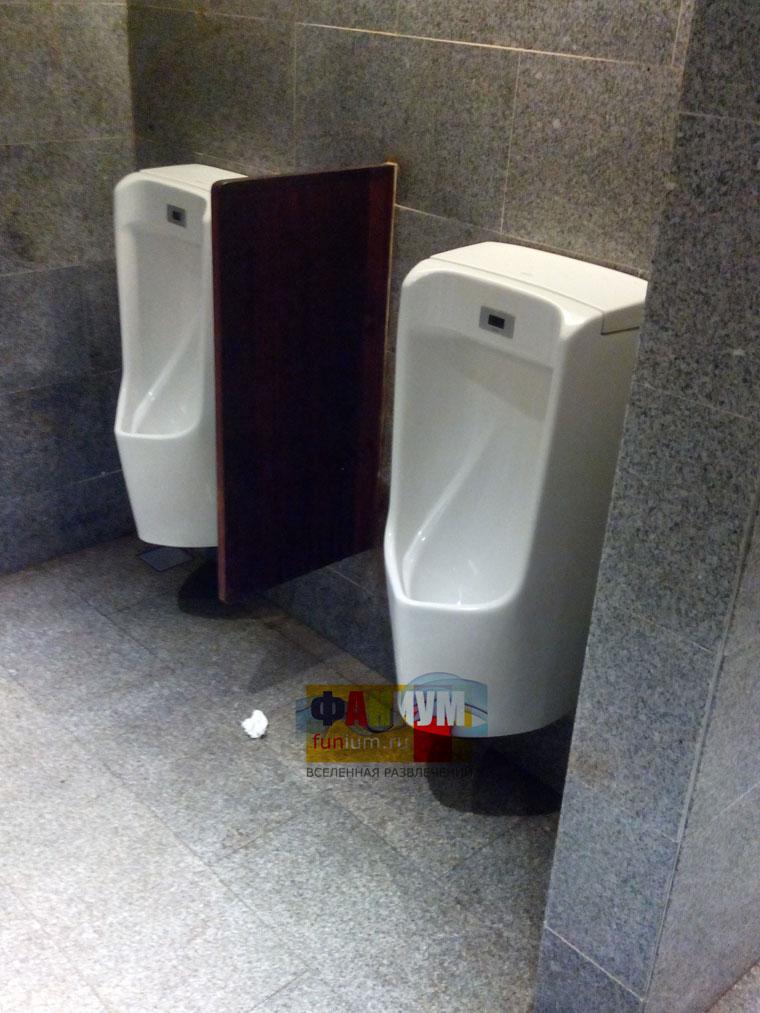 plyazhnie-tualeti-foto-smotret-muzhskoy-gigantskiy-chlen