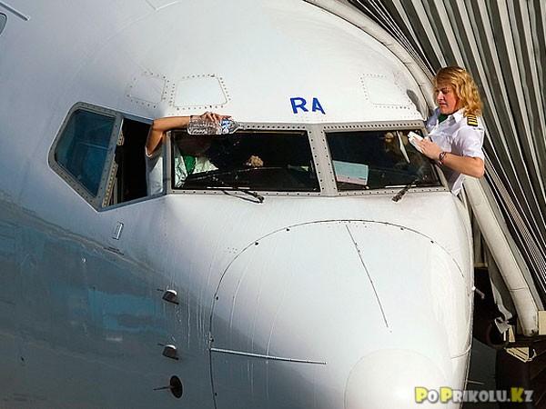 демотиваторы и приколы про полеты на самолете (24)