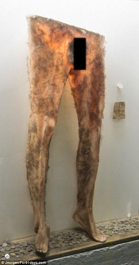 изделия из человеческ  ой кожи