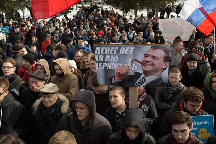 прикольные фото с митинга против медведева (1)