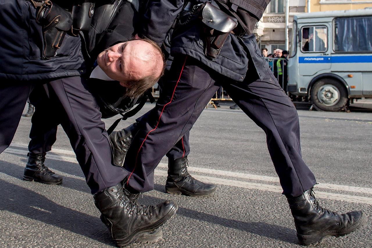 прикольные фото с митинга против медведева (11)