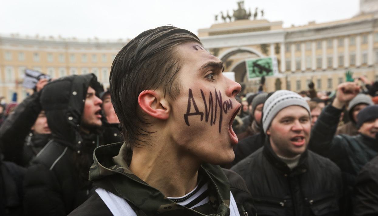 прикольные фото с митинга против медведева (2)