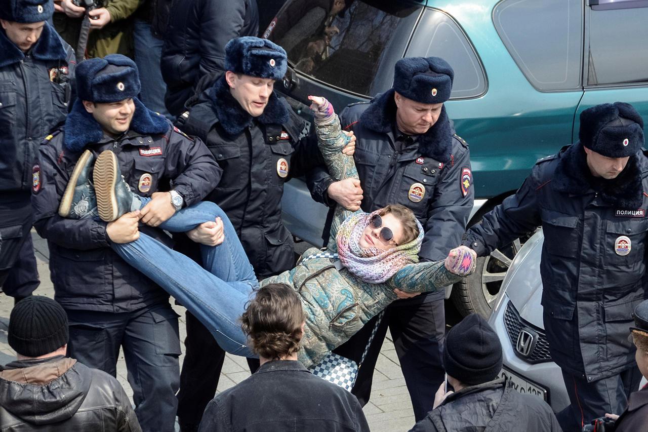 прикольные фото с митинга против медведева (4)