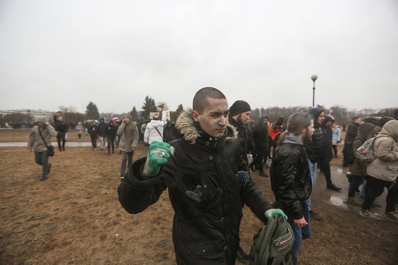 прикольные фото с митинга против медведева (7)