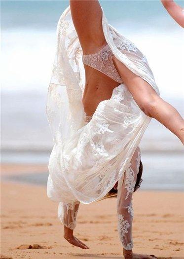 казусы на пляже у женщин с одеждой фото (8)