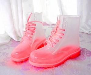 Streetstyle 2020: выбираем модную резиновую обувь