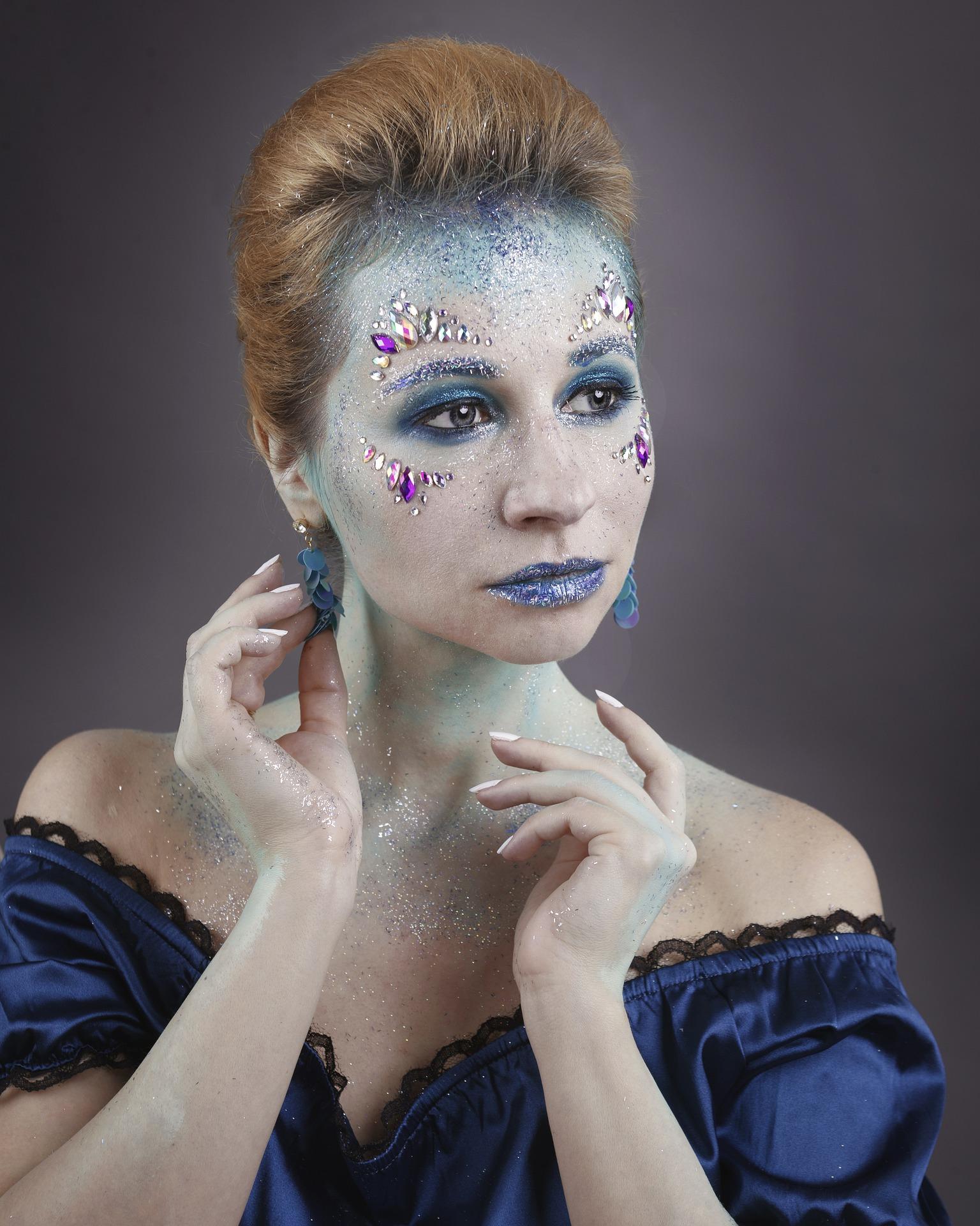 makeup-4792955_1920