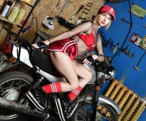 Сексуальные девушки и красивые автомобили, мотоциклы