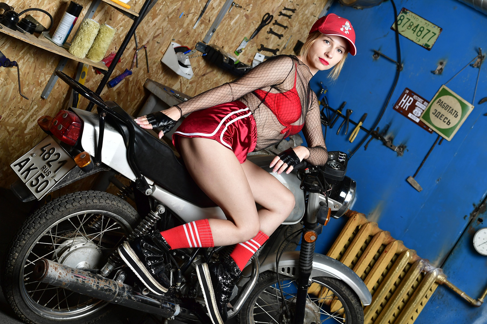 motorcycle-4607843_1920