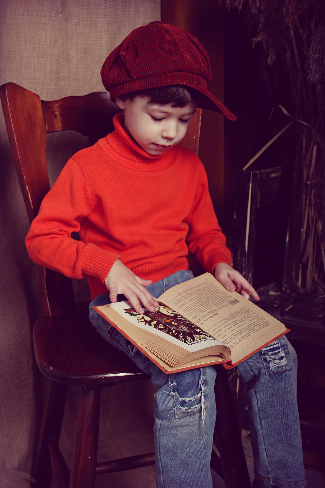 the-boy-with-the-book-4823006_1920